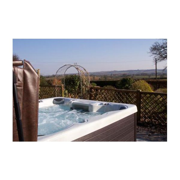 Monarque - A very popular all seater spa with plenty of footwell and foot massage.