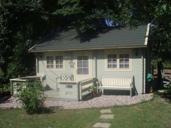 Lillevilla 100 Log Cabin